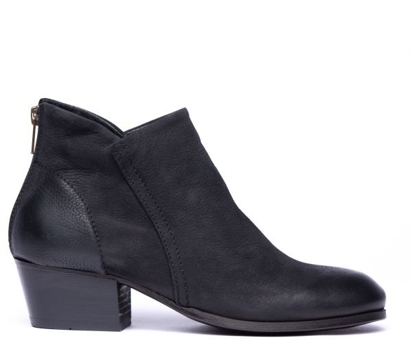 Apisi Tumbled Black Boot